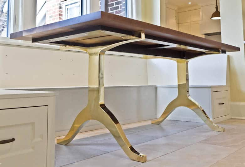 Superieur WALNUT TABLE WITH BRASS LEGS